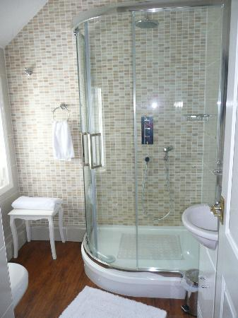 Langdale House: The amazing shower