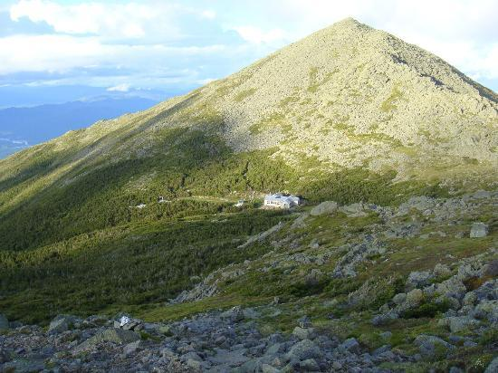 Lakes of the Clouds Hut: Situated next to Mount Madison