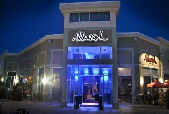 Alden Park Bar and Grill: Beautiful blue lights accent this restaurant