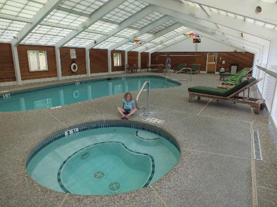 Green Granite Inn & Conference Center: Pool area