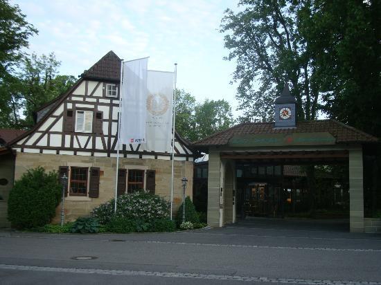 Wald & Schlosshotel Friedrichsruhe: Hotel Entrance