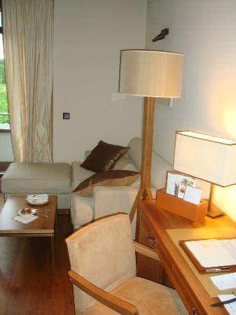 Wald & Schlosshotel Friedrichsruhe: Desk / Seating area
