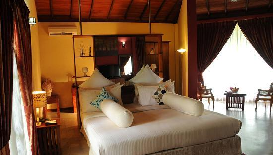 Brook Boutique Hotel & Spa: Spacious Luxury Garden Chalet Large Bed