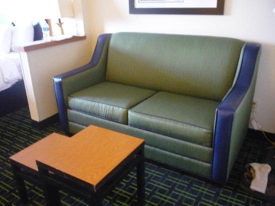 Fairfield Inn & Suites Colorado Springs Air Force Academy: sofa area