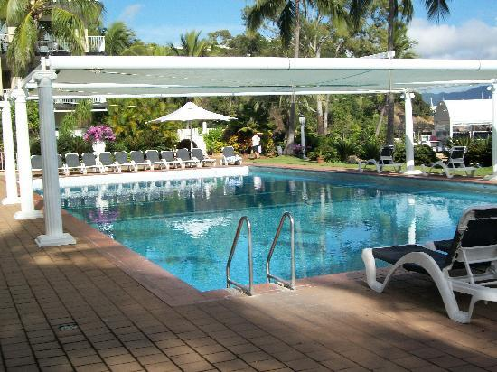 Coral Sea Resort : ready for a sunbake by huge pool