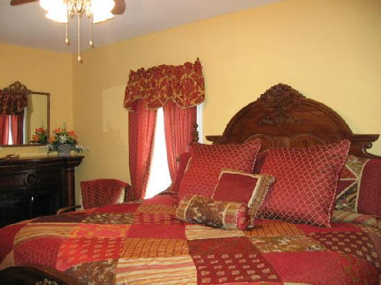 A Moment in Time Bed & Breakfast: The Garden view room