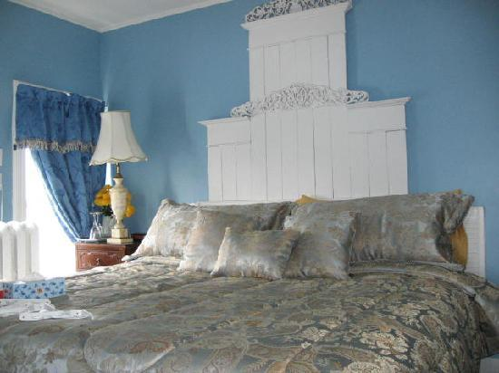 A Moment in Time Bed & Breakfast: The Tranquil harbor room