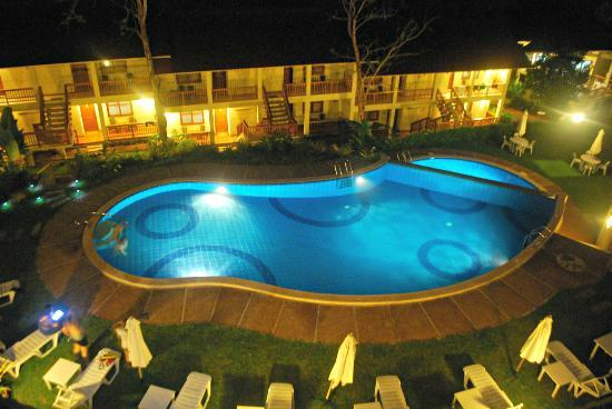 Asia Grand View Hotel Restaurant: overlooking to the hotel's pool