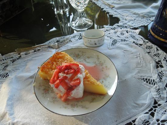 The Pines of Dresden Bed and Breakfast : Delicious Buttermilk pie homemade by Marin