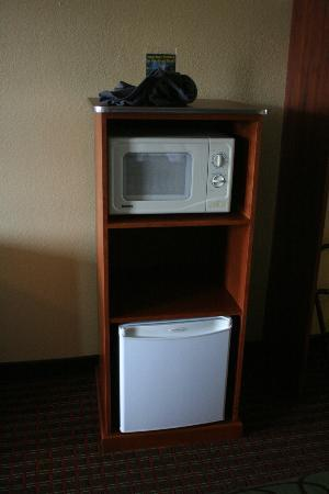 Baymont Inn & Suites Pigeon Forge: June 12, 2012 :: Fridge & Micro