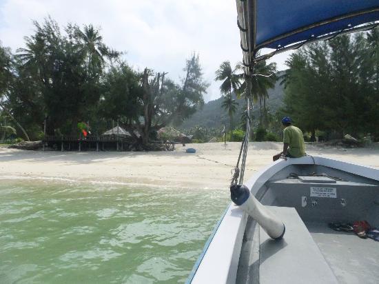 Mirage Island Resort: View of resort from speedboat before snorkelling trip