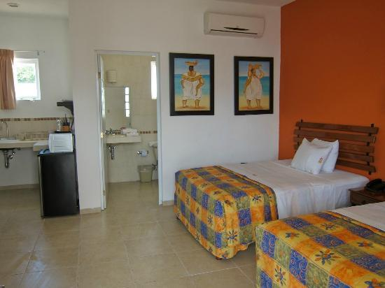 Hotel Maria Jose : one of the rooms with a kitchenette
