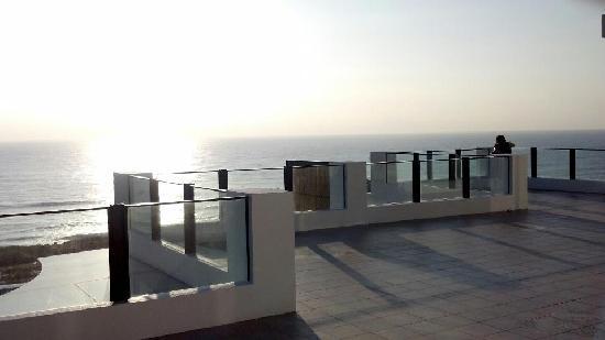 If Ocean B&B: 三樓的大露台可眺望太平洋.觀日出.月出..