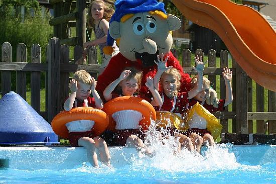 Kinderhotel Ramsi Erlebniswelt: Freibad mit Ramsi