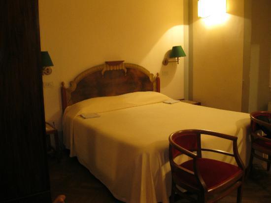 Hotel Loggiato dei Serviti : Bedroom