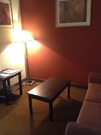 Baymont Inn & Suites Colorado Springs: sitting area with sofa bed