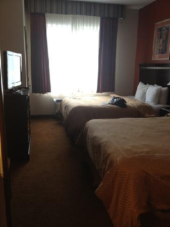 Comfort Suites Colorado Springs: 2 queen size beds & sleeper sofa