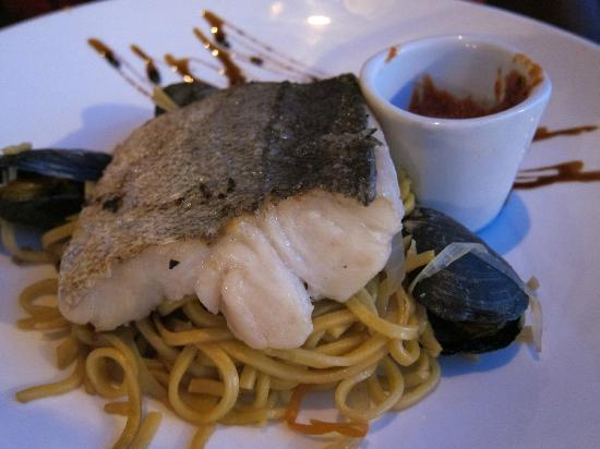 Elwoods Bar and Grill: Silver Hake - this was good, can ask for spicy sauce on side