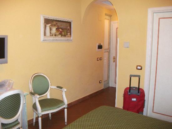 Hotel Donatello: Giriş ve banyo
