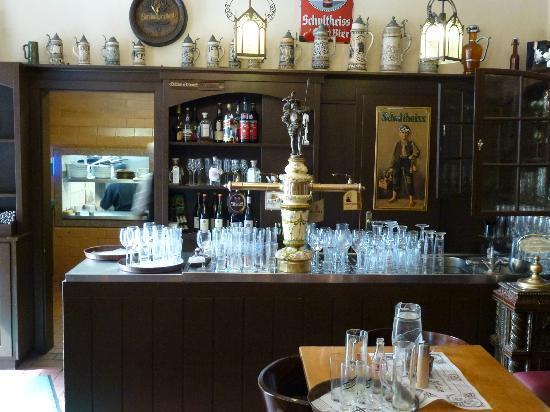 Zur Letzten Instanz: Bar & front desk