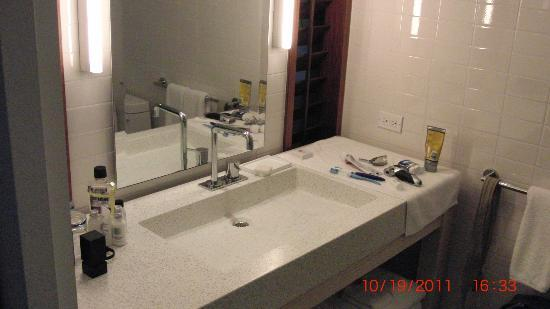 Bathroom Sinks Honolulu bathroom - picture of the modern honolulu, honolulu - tripadvisor