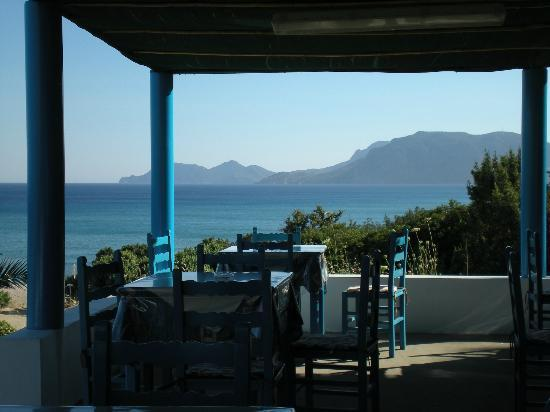 Mayflower Apartments : Taverna at one of the southern beaches