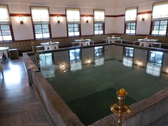 Havuzlu Asmazlar Konagi: Beautiful room for a relaxing coffee or beer, also used as the breakfast room in the mornings.