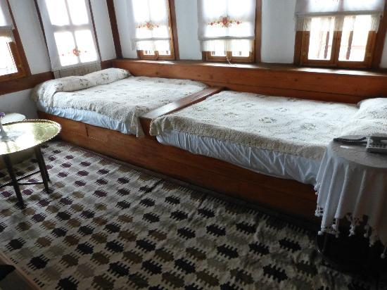 Havuzlu Asmazlar Konagi: Our unusual bedroom format