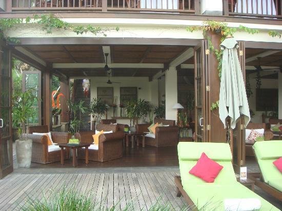 هانجينج جاردنز أوبود: Bar by the poolside