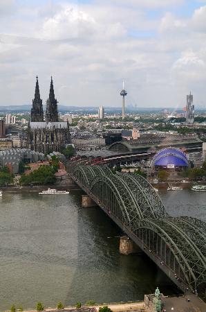 KölnTriangle: Dom View