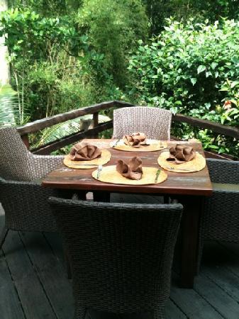 Fivelements Bali Retreat: Breakfast by the river