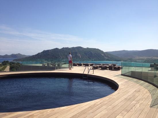 Hôtel Carré Noir : la piscine de l'hôtel et sa vue plus que magnifique