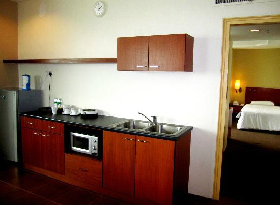 Muar Traders Hotel: small kitchenette