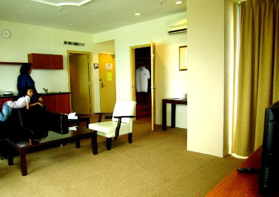Muar Traders Hotel: living hall