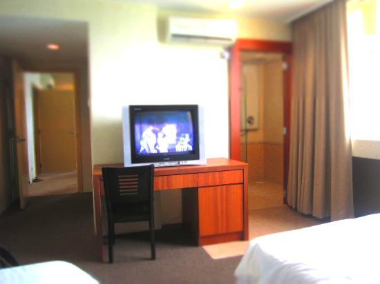 Muar Traders Hotel: Bedroom1