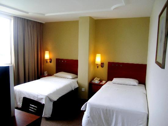 Muar Traders Hotel: bedroom2 with attached bathroom