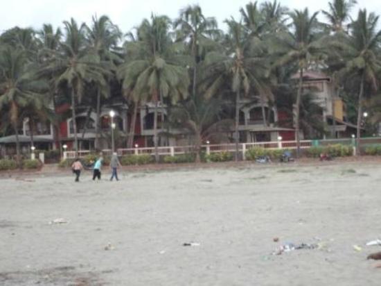 Swimsea Beach Resort: beachside