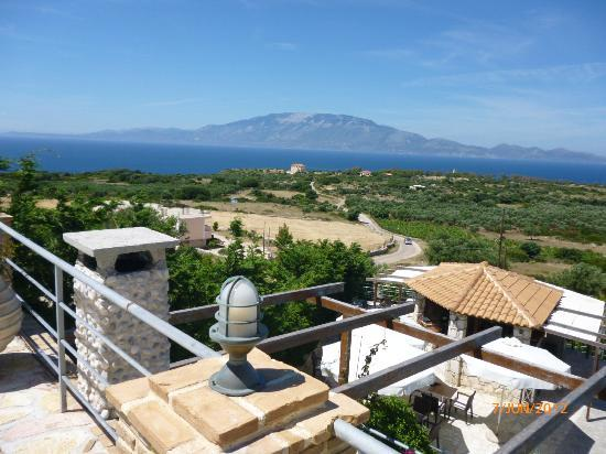 Lithies Boutique Hotel: view from room towards Kafalonia