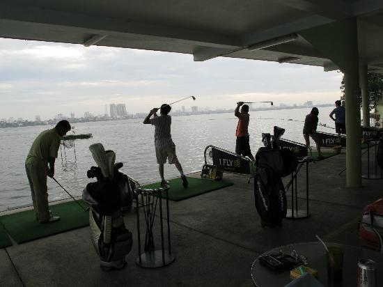 The Hanoi Club Hotel & Lake Palais Residences: Driving range