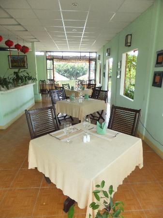 Riverside Garden Restaurant: Inside