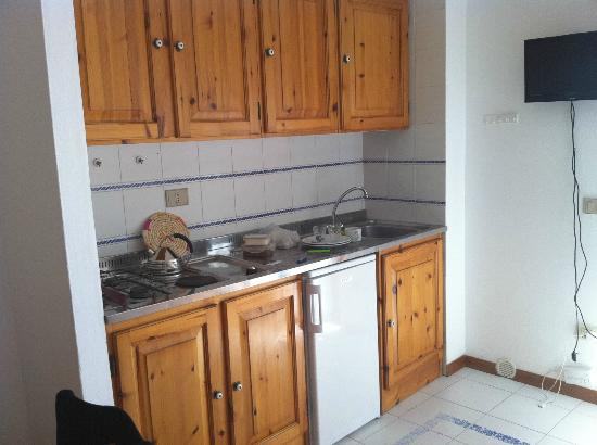 Residence Buganvillea: Well equipped little kitchen.
