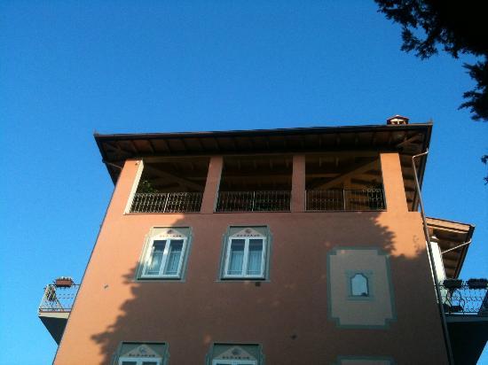 Hotel David: Canopied terraces on the top floor