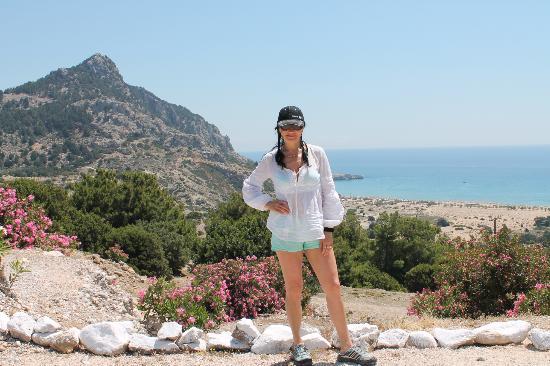 Rhodes, Greece: Вид на пляж Tsambika с трассы