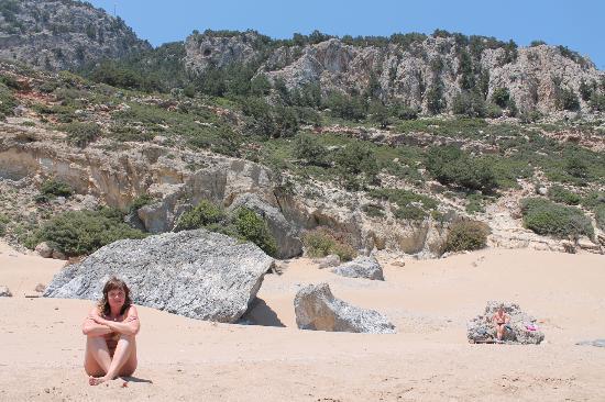 Rhodes, Grækenland: Часть пляжа у горы