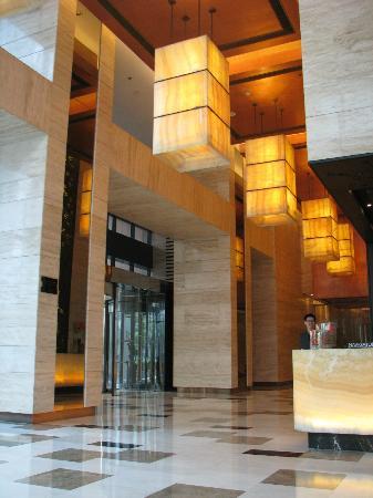 Renaissance Shanghai Zhongshan Park Hotel: reception of the building (ground floor) not the hotel lobby