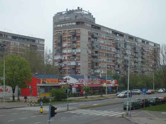 Tulip Inn Putnik Belgrade: Across the street from the hotel