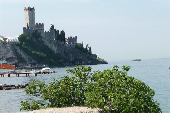 Hotel Europa - Ristorante al Pontile: Blick auf die Burg von Malcesine