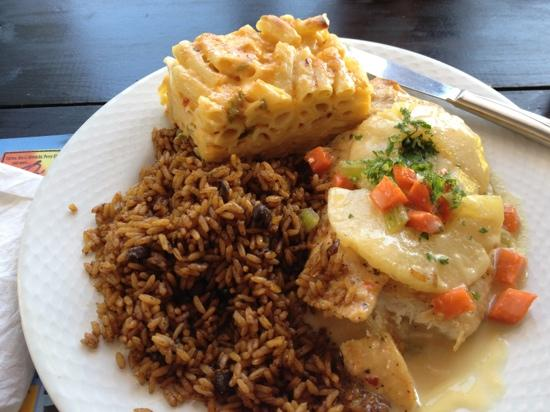 Red Beard's Pub: coconut rum and pineapple chicken