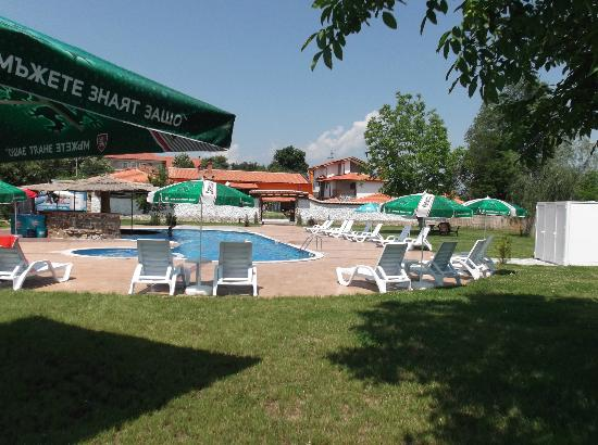 Riverside Restaurant: View from the rear of the pool complex