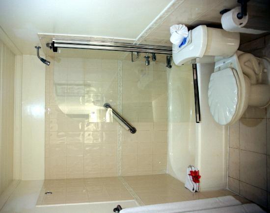 Crystal Cove by Elegant Hotels: Bathroom